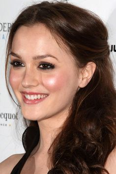 Leighton Meester's top 10 hair and makeup looks: Klutch nightclub opening, 2009 http://beautyeditor.ca/2013/10/16/leighton-meester-hair-and-makeup/