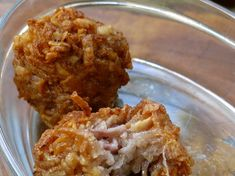 Locally known as Gato Arouille, these fritters are made by grating taro roots and frying them until they are crispy. Mauritian Food, Taro Root, Asian Recipes, Ethnic Recipes, Frying Oil, Sweet And Salty, Fritters, Chinese Food, Food Videos