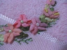 Interesting ric rac flowers - no instructions but I'm certainly going to try and make these!