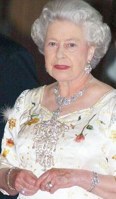 Royal Jewels of the World Message Board: Re: Queen Elizabeth II and stomacher God Save The Queen, Hm The Queen, Royal Queen, Her Majesty The Queen, Queen Mary, Die Queen, Queen B, Queen Elizabeth Jewels, Queen And Prince Phillip