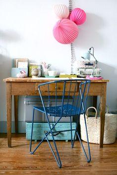 skrivebord på kjøkkenet