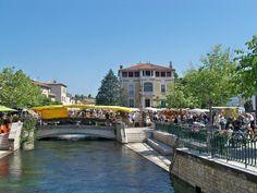 Isle-sur-la-Sorgue, wekelijkse antiek en  Provençaalse markt