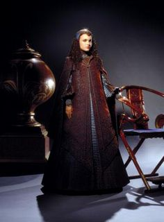 Padme, episode 3, Peacock Gown