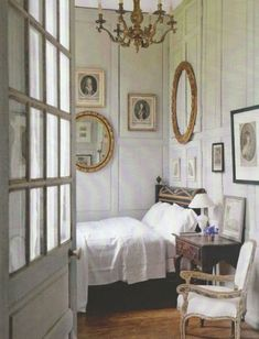 This bedroom feels so elegant yet comfortable; you expect it to be in a glamorous old mansion in France somewhere! #bedroom #French
