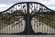 Front Yard Iron Fence Ideas Garden Fence Ideas To Keep Deer Out.Wooden Fence To Steel Post Line Adapter. Metal Gates, Wrought Iron Gates, Tor Design, Fence Design, Driveway Gate, Fence Gate, Diy Fence, Gabion Fence, Horse Fence