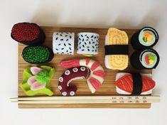 Een persoonlijke favoriet uit mijn Etsy shop https://www.etsy.com/nl/listing/614671995/eten-sushi-box-vilt-eten-sushi-set