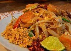 Wok, Chili, Chicken, Meat, Ethnic Recipes, Cilantro, Chile, Chilis, Cubs