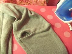Easy sewing tutorial for how to make an infinity scarf out of a refashioned sweater Sewing Tutorials, Sewing Projects, Sewing Ideas, Infinity Scarf Tutorial, Recycled Sweaters, Old Sweater, Diy Fashion, Fast Fashion, Sewing Clothes