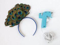 Haarreifen mit Pfauenfedern als Accessoire zum Pfau Kostüm