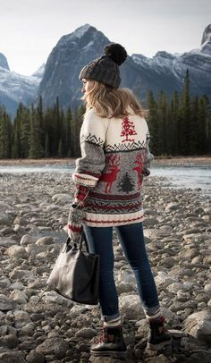 Style Icons Inspiration Outfits Shoes New Ideas Cold Weather Outfits, Fall Winter Outfits, Autumn Winter Fashion, Winter Clothes, Style Icons Inspiration, Color Inspiration, Cowichan Sweater, Reindeer Sweater, Snow Outfit