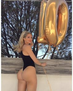 "273k Likes, 4,511 Comments - Amanda Lee (@amandaeliselee) on Instagram: ""OMG 10 MILLION FOLLOWERS! When I started my Instagram 3 years ago I was a personal trainer with…"""