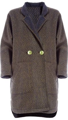 """</p> <p class=""""p1"""">Oversized double-breasted jacket in handwoven olive herringbone wool. Reversible, the reverse side is navy blue.</p> <p class=""""p1"""">Mandarin collar with notched lapels.</p> <p class=""""p1"""">Two reversible front pockets.</p> <p class=""""p1"""">Two large mother-of-pearl buttons fastening. Bound buttonholes in blue satin.</p> <p class=""""p1"""">Rounded hem and longer back.</p> <p class=""""p1"""">Trimming in the same fabric.</p> <p class=""""p1""""></p> <p class=""""p1"""">100 % Wool</p> <p class=""""p1"""">..."""