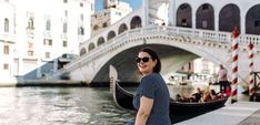 Photo shoot in Venice Italy: capture your best memories Venice Canals, Venice Italy, Wedding Honeymoons, Most Beautiful Cities, Elope Wedding, Online Gallery, Best Memories, Photo Sessions, Photo Shoot