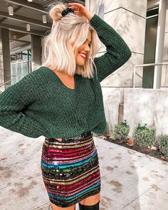A sparkly skirt I just couldn't pass up, perfect for the holidays 😍✨ Everything at is right now & I've got all the details on… Medium Hair Styles, Short Hair Styles, Sparkly Skirt, Sparkly Outfits, New Short Hairstyles, Pelo Natural, Look Cool, Hair Inspo, Hair Looks
