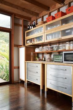 One row of top cabinets?   Simple IKEA cabinets play off this Hawaii home's glass-and-wood palette.