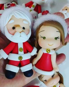 santa claus and mommy noel biscuit Christmas crafts The Effective Pictures We Offer You About tea biscuits A quality picture can tell you many things. You can find the most beautiful pictures that can Christmas Topper, Polymer Clay Christmas, Christmas Baubles, Christmas Art, Edible Crafts, Clay Crafts, Make Your Own Clay, Biscuits Packaging, Clay Ornaments