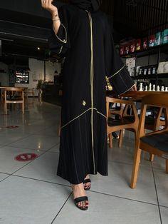 عباية خيال بالتحديد ذهبي مع قطان الأسود تحتوي على عدة مقاسات متوفرة ومناسبة للجميع المقاسات 52 و 54 و 56 و 58 و 60 Dresses, Fashion, Vestidos, Moda, Fashion Styles, Dress, Fashion Illustrations, Gown, Outfits