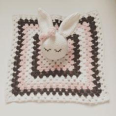 Babyblanket   #MariaHandmadeCrochet #crochet #crocheted #hækle #hæklet #hæklerier #hekle #hekling #haken #häkeln #virkad #virkning #baby #babyblanket #blanket #nusseklud #kanin #bunny #yarn #love #follow #me #handmade #homemade #garn #bomuld #diy #grannysquare #amigurumi #kidsshop by haeklemaria
