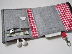 Nerd Herder gadget wallet in Fox & Hound for iPhone, Android, iPod, digital camera. $32.00, via Etsy.