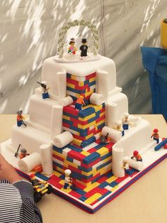 Lego Wedding Cake : How Fun and cute is this. This cake is really awesome! Lego Wedding Cakes, Themed Wedding Cakes, Themed Cakes, Wedding Themes, Wedding Ideas, Trendy Wedding, Cake Wedding, Diy Wedding, Funny Wedding Cakes