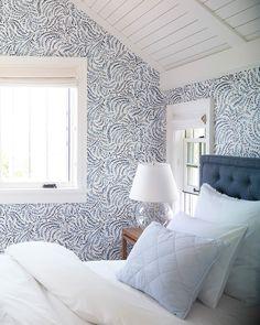 Bedroom Color Schemes, Bedroom Colors, Bedroom Decor, Bathroom Wallpaper Trends, Wallpaper In Bedroom, Lily Wallpaper, Wallpaper Ceiling, Home Fashion, Home Decor Trends