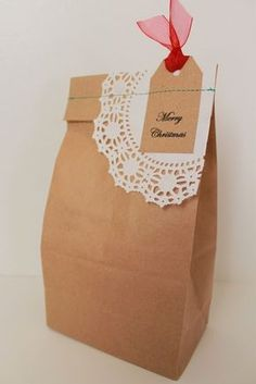 Paper bag crafts - Homemade Food Gift Packaging 5 Ways to Dress Up Brown Paper Bags – Paper bag crafts Christmas Cookies Packaging, Christmas Cookies Gift, Christmas Bags, Holiday Gifts, Paper Bag Crafts, Paper Gift Bags, Paper Gifts, Craft Packaging, Cookie Packaging