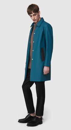 SL favorite pick for Men's wear this fall. Stylish, yet functional, rain coat from Stutterheim. Handmade in rubberized cotton, unlined and with double welded seam. Free shipping worldwide.