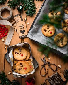 #cookies #christmascookierecipes #christmascookie #weihnachtsplätzchen #weihnachtsbäckerei #kekse #keksebacken #plätzchen #plätzchenrezept Reindeer Cookies, Red Nosed Reindeer, Yule, Cover Photos, Baked Goods, Stuffed Mushrooms, Seasons, Vegetables, Natural