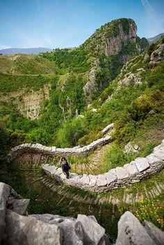Vradeto Steps in the Vikos-Aoos National Park,. Vikos Gorge - Les Gorges de Vikos sont un canyon de Grèce, le plus profond d'Europe. WIKIPÉDIA Vradeto Steps in the Vikos-Aoos National Park,. The Places Youll Go, Places To See, Mountain Love, Myconos, Beautiful Places In The World, Parcs, Greece Travel, Greek Islands, Wonders Of The World