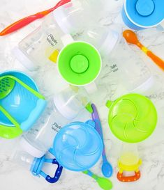 Here's the best tips and tricks to organize baby feeding supplies (bottles, sippy cups, plates, placemats, bibs, etc) in your home!