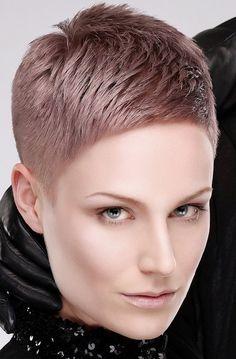 Sehr kurzer, dunkelblonder Pixie Cut !Top Frisuren & Styles!