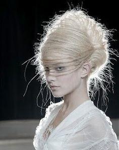 HAIR MAKE-UP
