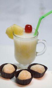 Brigadeiro de pina colada, enrrolado em açúcar refinado