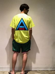 この夏気になるネオンカラー。 ABECKのロゴを背中にドーンのTシャツに、voteのスーベニアパンツ Vintage Man, Man Style, Mens Fashion, Mens Tops, T Shirt, How To Wear, Male Style, Moda Masculina, Supreme T Shirt