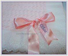 Toquilla personalizada para tu bebé ,con tira bordada y lazo bordado con el nombre, lo puedes encontrar en ft bordados
