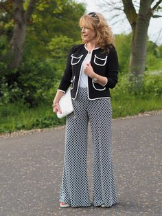 Holiday Edit - Joseph Ribkoff - Flying In Comfort – Vanity & Me Over 50 Womens Fashion, Fashion Over 40, 50 Fashion, Latest Fashion For Women, Fashion Outfits, Holiday Fashion, Uniqlo Style, 1940s Woman, Style Challenge