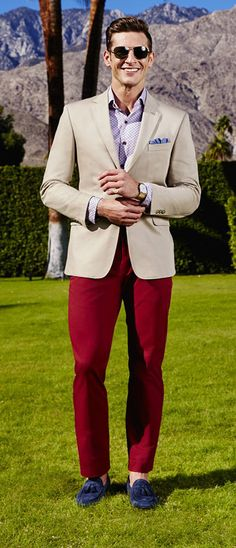 A tan blazer is perfect for giving your 9 to 5 ensembles a Springtime feel. You can take the look to the next level with a statement-making pair of colored chinos