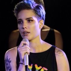 Halsey - currently trying to trick my hair into looking like this. Halsey Short Hair, Hair Inspo, Hair Inspiration, Queer Hair, Tomboy Hairstyles, Eye Makeup, Hair Makeup, Haircut For Older Women, New Haircuts