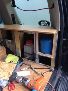 Making the most of the space in the back of a Land Rover Discovery Landrover Camper, Land Rover Camping, Land Rover Discovery 2, Surfing Tips, Lifted Ford Trucks, Jeep Wrangler Unlimited, Water Photography, Windsurfing, Storage Boxes