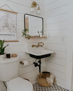 Bathroom decor and modern bathroom design have changed very little since the rise of European artists and architects. All Modern Decor ideas are nothi. Bad Inspiration, Decoration Inspiration, Bathroom Inspiration, Decor Ideas, Modern Bathroom Decor, Bathroom Interior, Small Bathroom, Bathroom Ideas, Modern Decor