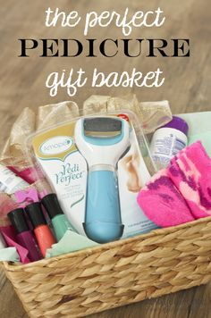 Creative Gift Baskets, Diy Gift Baskets, Christmas Gift Baskets, Creative Gifts, Christmas Gifts, Christmas Ideas, Basket Gift, Unique Gifts, Gift Hampers