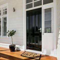 New house facade colours black doors 48 Ideas White Exterior Houses, House Paint Exterior, Exterior House Colors, Exterior Design, Weatherboard Exterior, Colorbond Roof, Hamptons Style Homes, Exterior Color Schemes, Bungalow