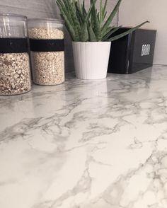 Kontaktplasten Marmi hvit/grå på kjøkkenbenken ✨ #diy #kontaktplast