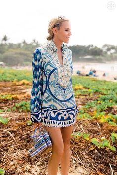 Beachwear toryburch: T is for the Tory Tunic One of our first designs and a Tory Burch signature. Read more… Discovred by : KMc Summer Fashion Trends, Spring Summer Fashion, Bohemian Mode, Boho Chic, Looks Style, Style Me, Late Summer Outfits, Dress Summer, Boho Fashion