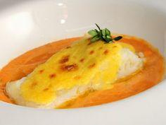 Bacalao confitado al ajo Seafood Recipes, Cooking Recipes, Cooking Fish, How To Cook Fish, Aioli, Baked Potato, Cod, Tapas, Mashed Potatoes