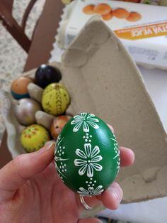 Eastern Eggs, Eggshell Paint, Easter Egg Designs, Egg Art, Egg Decorating, Dot Painting, Egg Shells, Bottle Crafts, Diy And Crafts