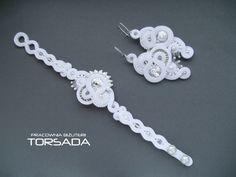 Biżuteria ślubna sutasz. Komplet bransoletka z kolczykami. White set wedding jewelry soutache. www.torsada.otwarte24.pl