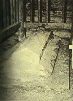 Grave of Ummul Momineen Hazrat Ayesha Siddiqa (R.A)  (Before 1926 demolish by wahabi saudi govt, when they took over Arabia with the help of britishers by defeating Ottoman Empire.