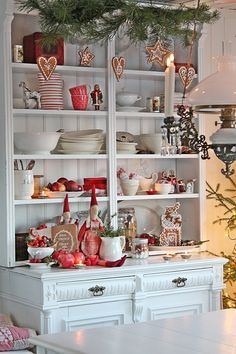 VIBEKE DESIGN: Gorgeous minus all the greenery and cookies would be perfect with my style Christmas Interiors, Cottage Christmas, Noel Christmas, Scandinavian Christmas, Country Christmas, Winter Christmas, Christmas Photos, Swedish Christmas Decorations, Christmas China