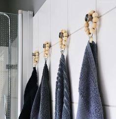 DIY | selbstgemachte handtuch-aufhänger mit holzkugeln - bye by blöde schlaufendinger